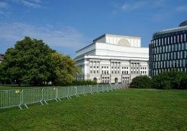 Barierki CITY TLC Rental na Placu Piłsudskiego