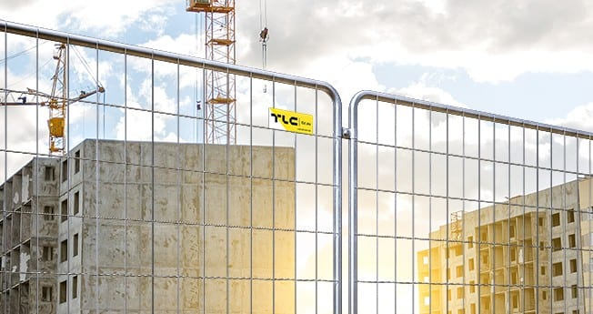 Ogrodzenia tymczasowe to mobilne ogrodzenia o lekkiej konstrukcji łatwej do przenoszenia, które stawiane są na określony okres czasu w celu odgrodzenia terenu od okolicy, zabezpieczenia mienia lub zapewnienia bezpieczeństwa na placach budowy, terenach przemysłowych oraz drogach.