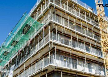 Zabezpieczenia krawędzi na budowie